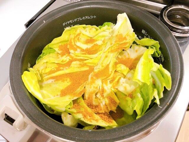 巻かないロールキャベツ 炊飯器に調味料を入れる